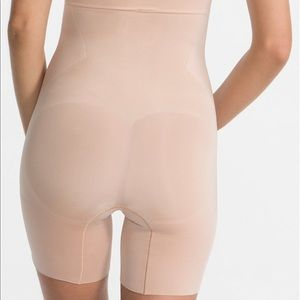 NWT Spanx High-Waisted Mid-Thigh Short Natural
